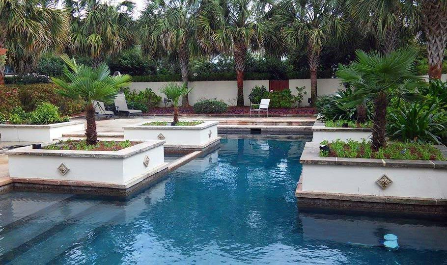 Old Metairie poolside landscaping company